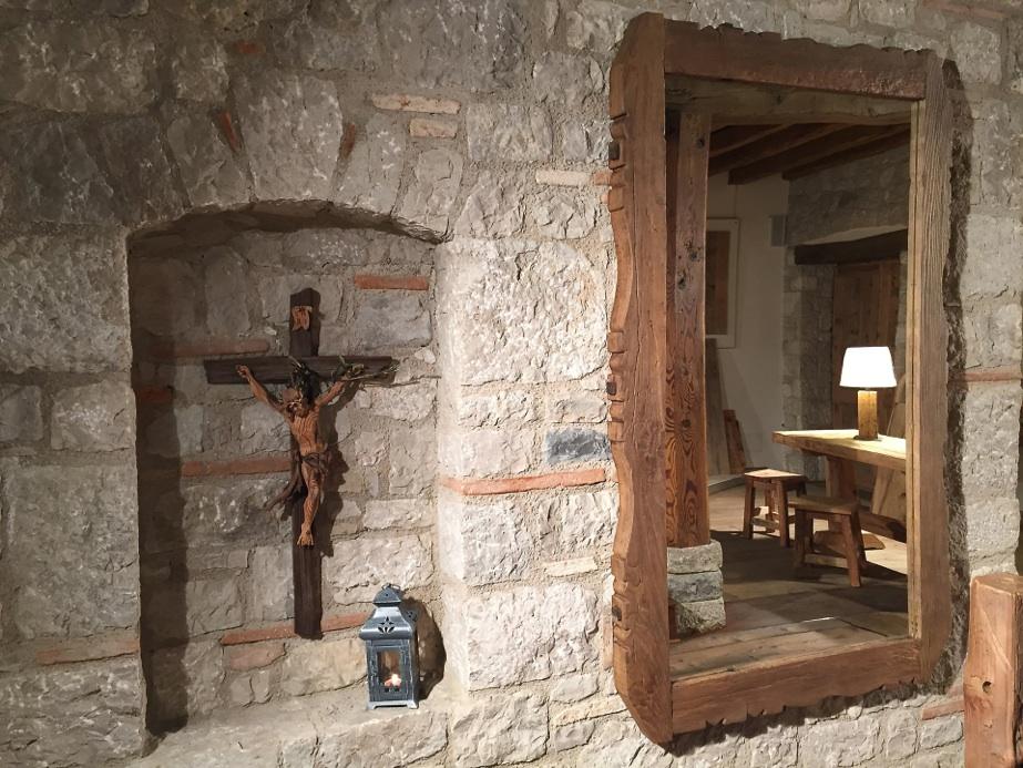 Tavoli sedie arredamenti porte finestre in legno antico for Arredamento legno grezzo