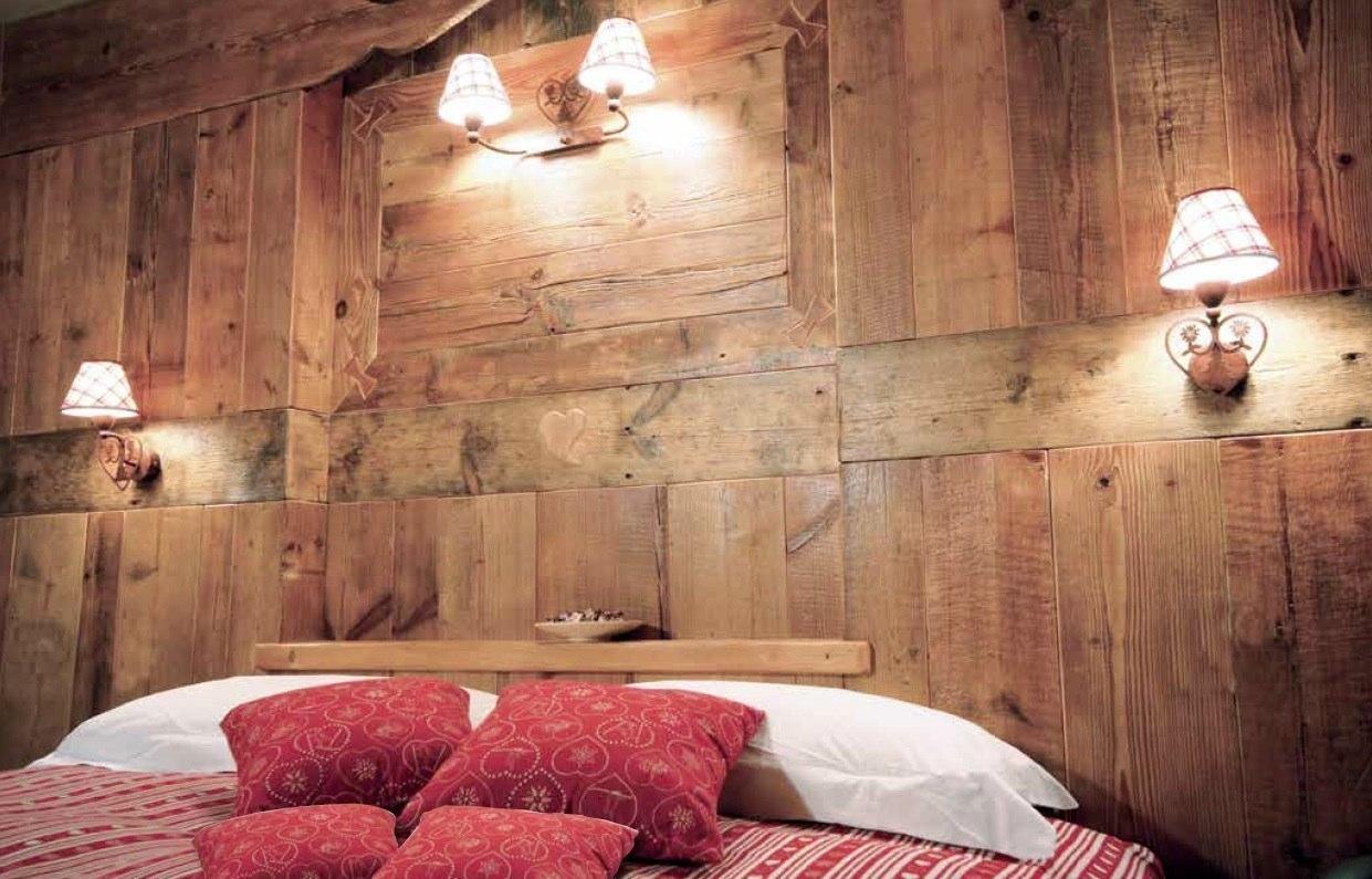Ambienti rivestimenti in legno antico vecchio di recupero effetto ...