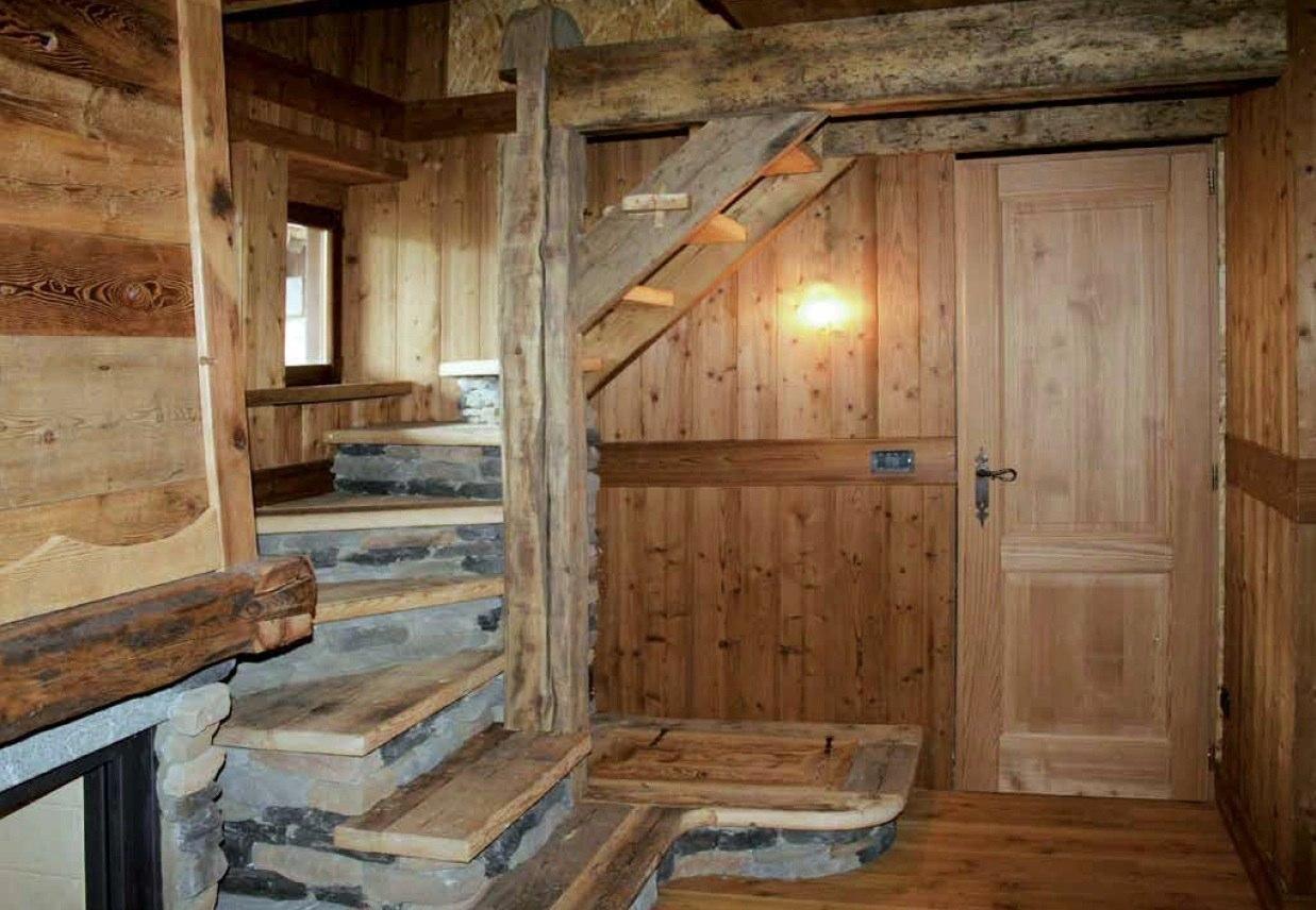 Ambienti rivestimenti in pregiato legno antico vecchio di recupero