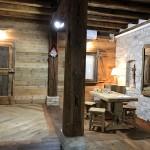 Showroom in legno vintage di abete in prima patina