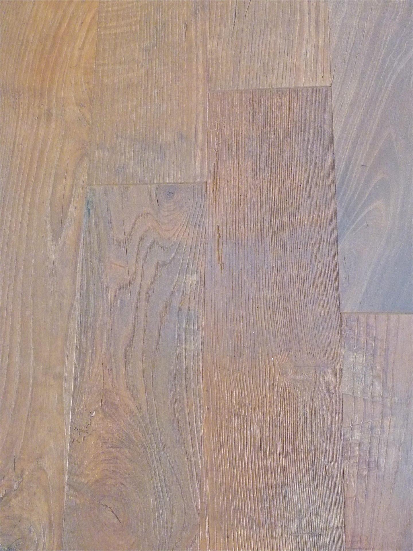Pavimenti vintage paruqet in castagno antico in legno for Aspetto rustico