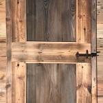 Porta in legno di abete antico